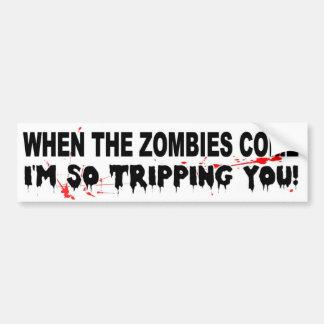 Cuando vienen los zombis yo le están disparando pegatina para auto