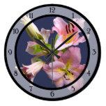 Cuarteto rosado del lirio reloj