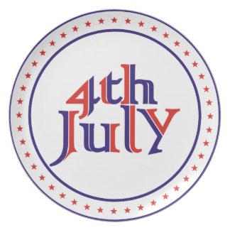 Cuarto 4to del diseño azul rojo del texto de julio platos para fiestas