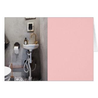 Cuarto de baño enrrollado tarjeta de felicitación