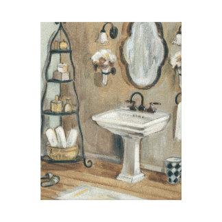 Cuarto de baño francés con el espejo y el impresión en lienzo