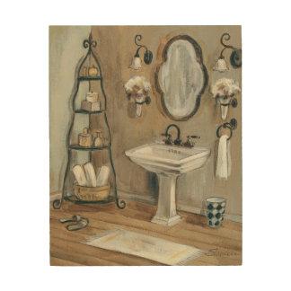 Cuarto de baño francés con el espejo y el impresión en madera