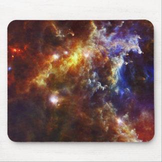 Cuarto de niños estelar en la nebulosa del rosetón tapete de raton