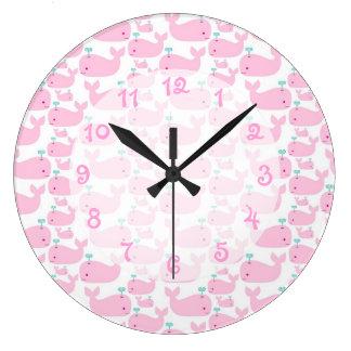 Cuarto de niños rosado de la ballena reloj redondo grande