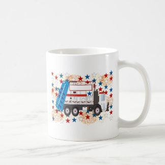 Cuarto del camión de basura de julio tazas de café
