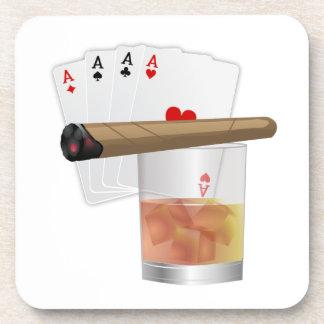 Cuatro as, una bebida y un cigarro posavasos de bebidas