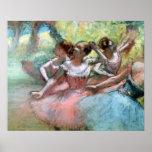Cuatro bailarinas en la etapa (en colores pastel) poster