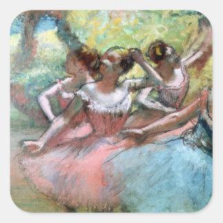 Cuatro bailarinas en la etapa (en colores pastel) pegatina cuadrada