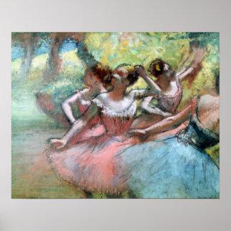 Cuatro bailarinas en la etapa póster