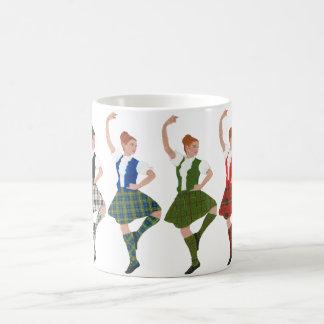 Cuatro bailarines escoceses de la montaña tazas