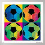 Cuatro balones de fútbol en diversos colores poster