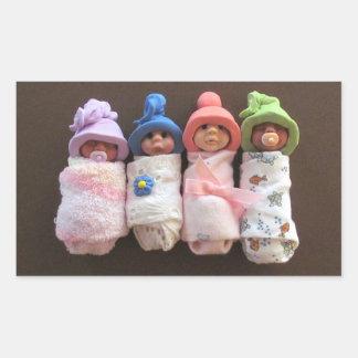 Cuatro bebés de la arcilla, Swaddled, con los Pegatina Rectangular