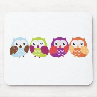 Cuatro búhos coloridos mouse pads