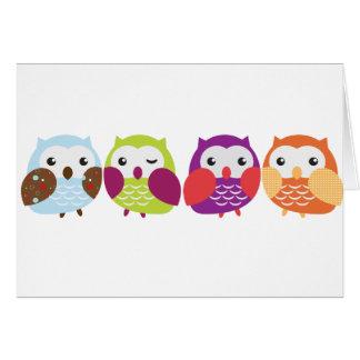 Cuatro búhos coloridos tarjeta de felicitación
