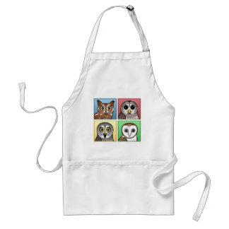 Cuatro búhos del color (en colores pastel) delantal