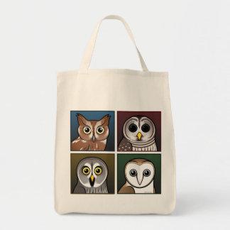 Cuatro búhos del color (oscuros) bolsa tela para la compra