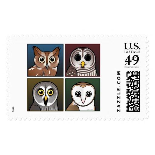 Cuatro búhos del color (oscuros) sello postal