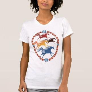 Cuatro camisetas antiguo del óvalo de los caballos