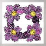 Cuatro dalias o violetas africanas en rosa y púrpu