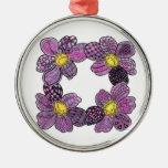 Cuatro dalias o violetas africanas en rosa y púrpu ornamento de reyes magos
