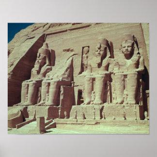 Cuatro figuras colosales del rey póster