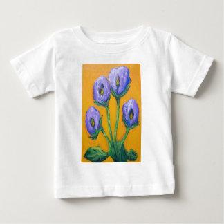 Cuatro flores púrpuras (flores abstractas) t-shirt