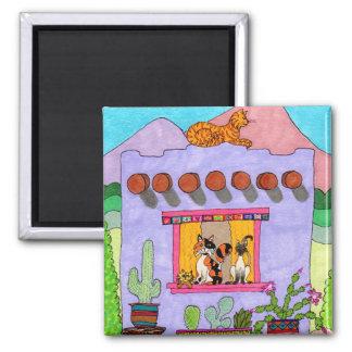 Cuatro gatos en una casa de Adobe púrpura Imán Cuadrado