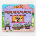 Cuatro gatos en una casa de Adobe púrpura Alfombrilla De Ratones