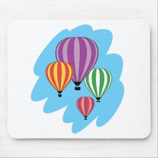 Cuatro globos coloridos del aire caliente alfombrillas de raton