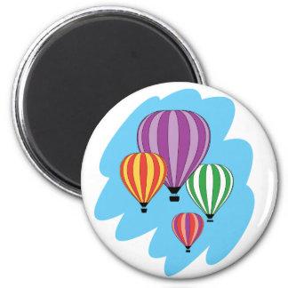 Cuatro globos coloridos del aire caliente imán redondo 5 cm