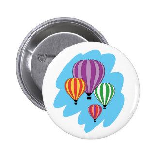 Cuatro globos coloridos del aire caliente pin redondo de 2 pulgadas