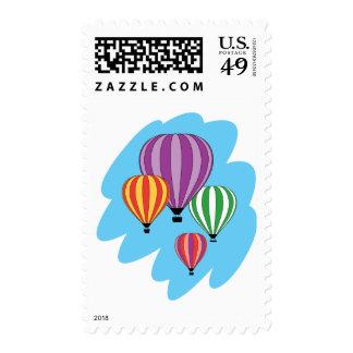Cuatro globos coloridos del aire caliente sellos postales