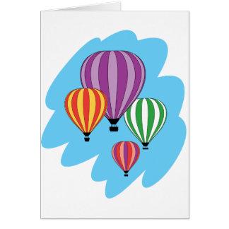 Cuatro globos coloridos del aire caliente tarjeta de felicitación