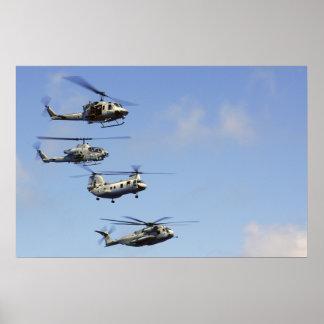 Cuatro helicópteros poster