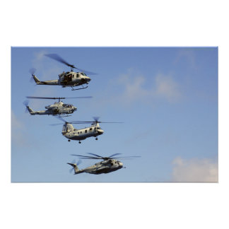 Cuatro helicópteros póster