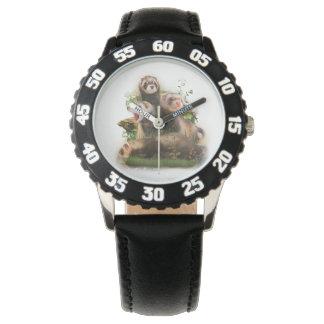 Cuatro hurónes en su hábitat salvaje reloj de mano