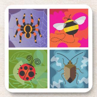 Cuatro insectos posavasos de bebida