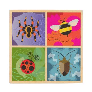 Cuatro insectos posavasos de madera