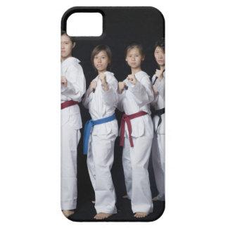 Cuatro mujeres jovenes que se colocan en la posici iPhone 5 fundas