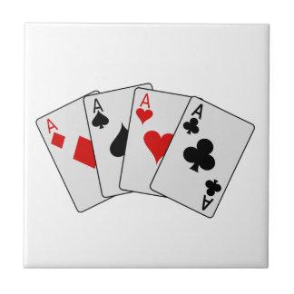 Cuatro naipes del póker de los as (cuatro de una tejas