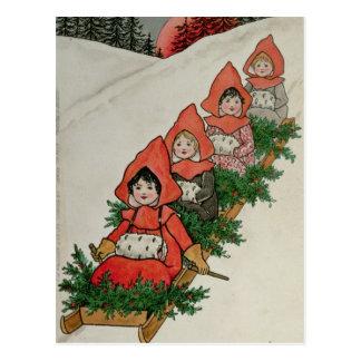 Cuatro niñas en un trineo postal