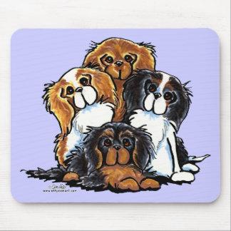 Cuatro perros de aguas de rey Charles arrogantes Mousepad