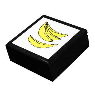 Cuatro plátanos amarillos cajas de joyas
