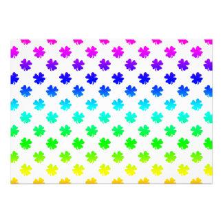 Cuatro tréboles de la hoja en arco iris invitacion personalizada