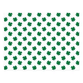 Cuatro tréboles de la hoja en verde postal