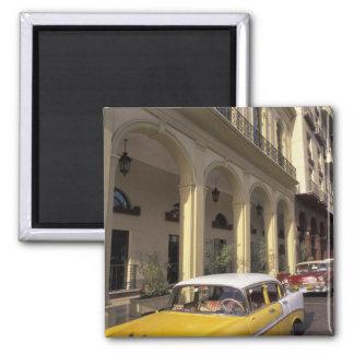Cuba, La Habana. Chevy colorido a partir de los añ Imán