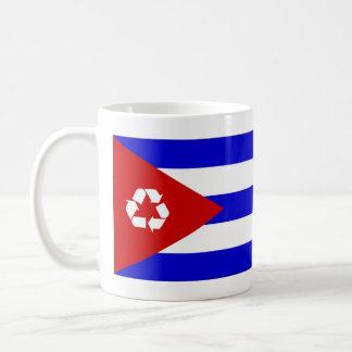 Cuba recicla la taza de la bandera