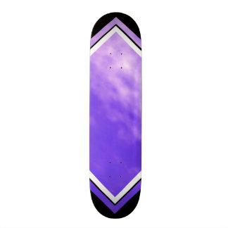 Cubierta adaptable negra púrpura de las nubes tabla de skate