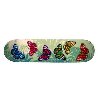 """Cubierta colorida del monopatín de las mariposas d patineta 7 3/8"""""""
