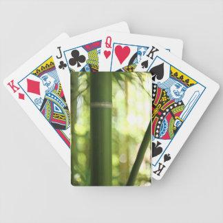 Cubierta de bambú del bosque de tarjetas barajas